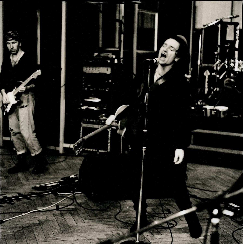 Bono singing in Berlin: 1990